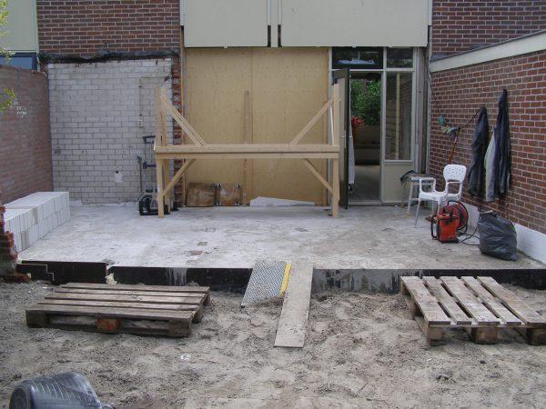 Tijdens de aanbouw